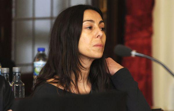 La policía local y acusada, Raquel Gago. (Casares / Pool / Ical)