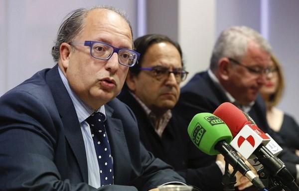 Los parlamentarios del Partido Popular por León, Eduardo Fernández y Luis Aznar, informan en rueda de prensa sobre el acuerdo en materia de ayudas a la minería del carbón. (Foto: Campillo)