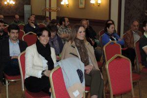 Rosa Luna y Ruth Santín, durante la asamblea de este viernes en Ponferrada.