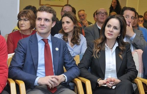 La presidenta de la Corte de CyL, Silvia Clemente, el vicesecretario de comunicación de PP, Pablo Casado, durante el Foro de cohesión Territorial con los alcaldes de la provincia de Segovia. (Foto: Alberto Benavente)