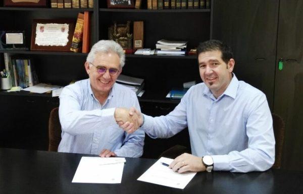 Firma del acuerdo en Vega de Espinareda.