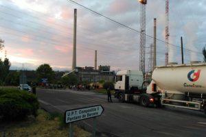 Los mineros de la Astur Leonesa cortaron la entrada a la térmica pasadas las siete de la mañana de este viernes