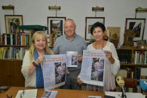 La coordinadora del evento poético (I), el alcalde de Barjas (C) y la presidenta del IEB (D) durante la presentación. / QUINITO