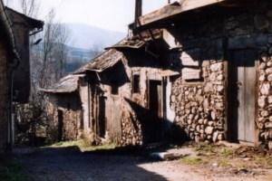 Antigua calle de la Judería de Bembibre, en el año 1987 (Foto: Archivo Manuel I. Olano)