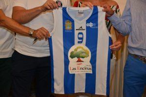 Presentación de la camiseta del Club Baloncesto Ciudad de Ponferrada con su nuevo patrocinador. / QUINITO