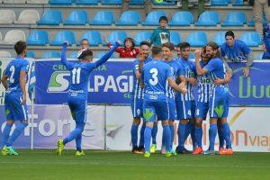 Los jugadores de la Deportiva celebran el gol de Chavero. / QUINITO