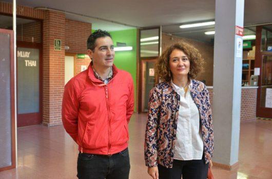 La alcaldesa de Ponferrada, Gloria Merayo (D), continúa reivindicando la importancia de que la ciudad entre en el Plan de Dinamización de Municipios Mineros. / QUINITO