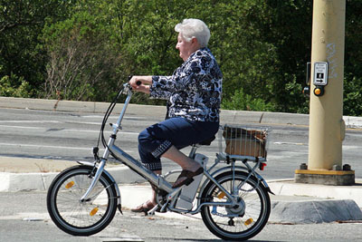 woman-on-electric-bike