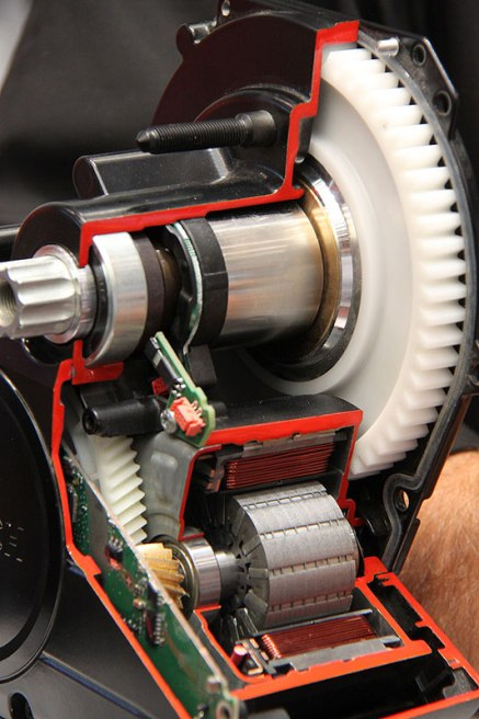 a brushless permanent-magnet inrunner with the stator (the hot part) comprehensively bonded to the housing. this makes the motor housing (and the bikes frame) a very large heat sink...well-done Bosch!