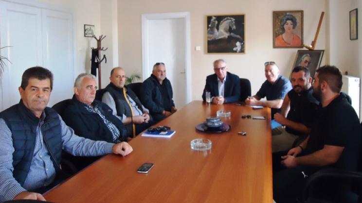 Από την επίσκεψη στην Αθήνα και τη σύσκεψη στο Δημαρχείο Τυρνάβου με τους αμβυκούχους
