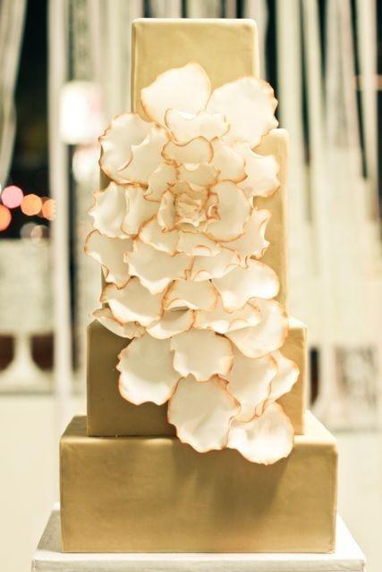 Top 5 Elegant Wedding Cake Photos on Pinterest