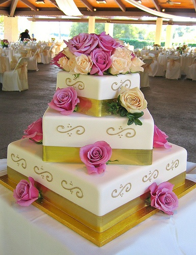 Top 5 Elegant Wedding Cake Photos on Pinterest