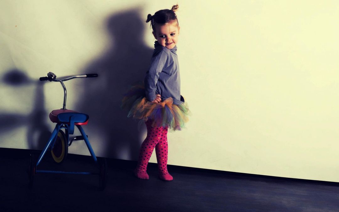 Fotografia infantil: Bailando con el triciclo