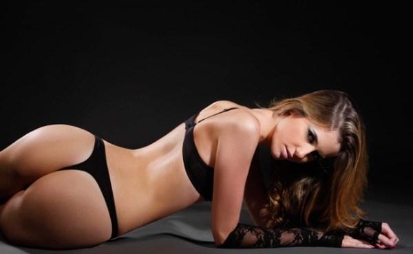Miss Uruguay de espaldas.