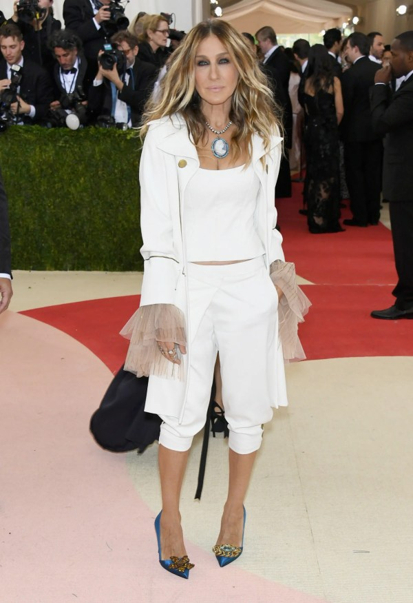 """NEW YORK, NY - MAY 02: Actress Sarah Jessica Parker attends the """"Manus x Machina: Fashion In An Age Of Technology"""" Costume Institute Gala at Metropolitan Museum of Art on May 2, 2016 in New York City. Larry Busacca/Getty Images/AFP"""