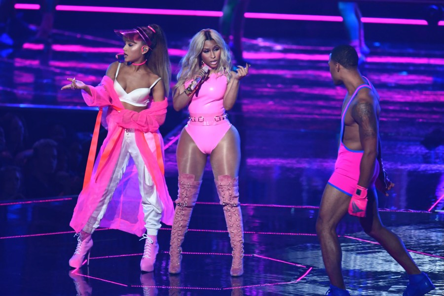 Ariana Grande and Nicki Minaj perform on stage during the 2016 MTV Video Music Awards on August 28, 2016 at Madison Square Garden in New York. / AFP PHOTO / Jewel SAMAD