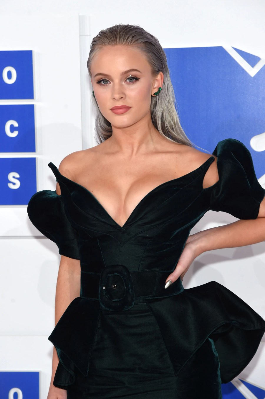 NEW YORK, NY - AUGUST 28: Zara Larsson attends the 2016 MTV Video Music Awards at Madison Square Garden on August 28, 2016 in New York City. Jamie McCarthy/Getty Images/AFP
