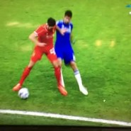 """Diego Costa """"pierde la cabeza"""" con dos entradas escalofriantes (video)"""