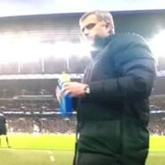 El Mourinho más bromista tras ganar la Capital One (Vídeo)