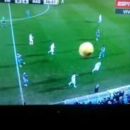 No te pierdas el tremendo pelotazo que se ha llevado un cámara en el Eibar – Real Madrid (video)
