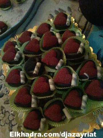 حلويات العيد 2015: قاطو القلب بمربى الفراولة و كريمة و شوكولا سوداء