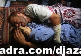 #غزة أب يودع بنته الشهيدة و زوجته الحامل .. #فيديو مؤثر