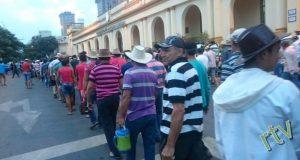 campesinos y cooperativistas paraguayos marchando.