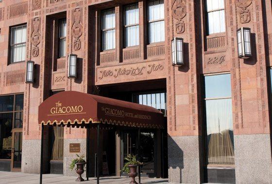 Giacomo-Hotel-Niagara-Falls