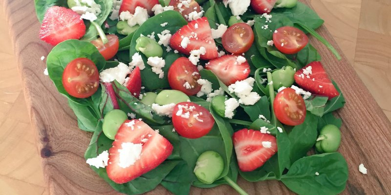 Farndon Fields Mystery Box – Strawberry, Feta and Spinach Salad