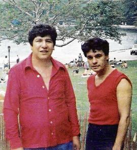 El abogado Joaquín Muñoz y su hoy, nuevamente amigo, Juan Gabriel. <br>