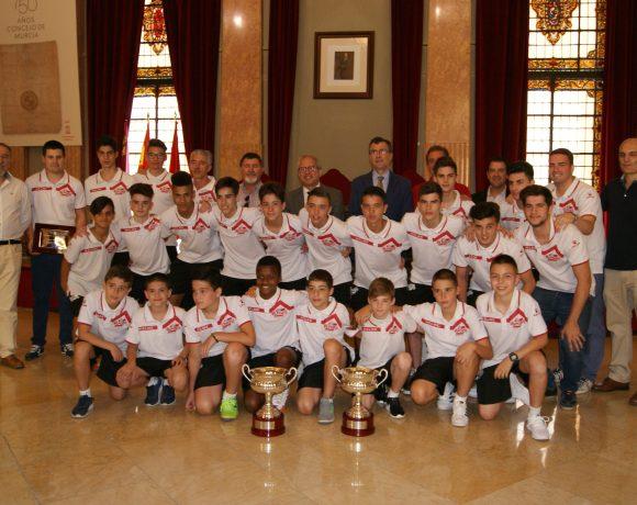 Galería  Recepción a los equipos Alevín y Cadete, Campeones de España, en el Ayuntamiento de Murcia