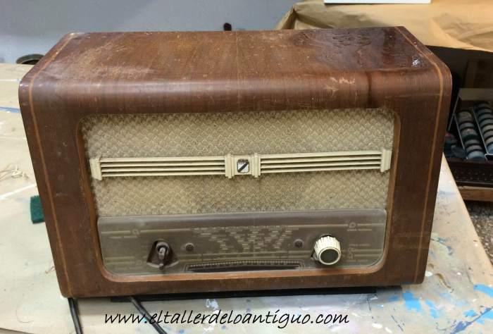 1-reproducir-boton-de-radio-antigua