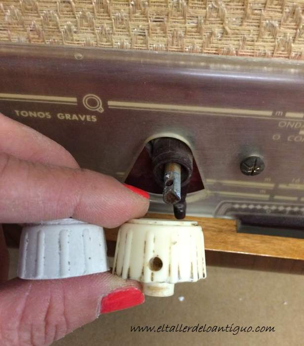 11-reproducir-boton-de-radio-antigua