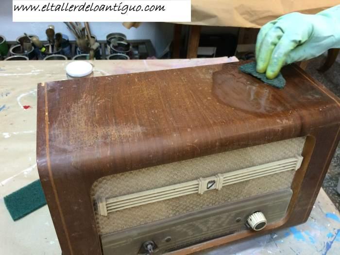 2-reproducir-boton-de-radio-antigua