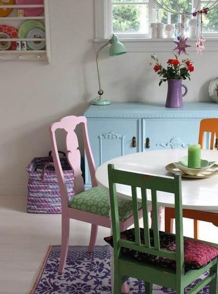 16-Mesas-y-sillas-de-colores