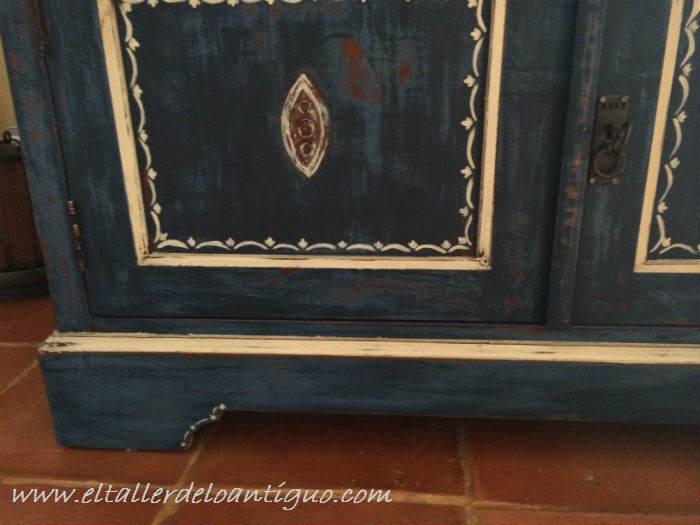 19-Pintura-decorativa-en-un-mueble-ingles