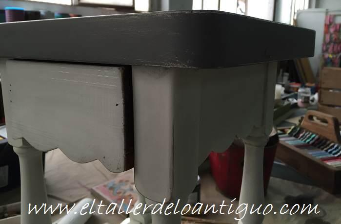 6-Taburete-en-decape-blanco-y-topo-marypaint
