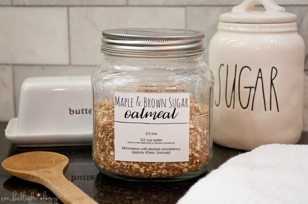 This instant maple & brown sugar oatmeal mix is a quick and easy way to serve breakfast on a busy morning. A bonus is that it is also free of preservatives and other ingredients you can't pronounce.