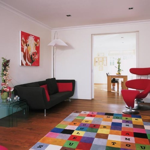 96 000011695 a086 orh550w550 Colourful rug living room 25 Beautiful Homes 500x500 Can you have a trendy home and young children?