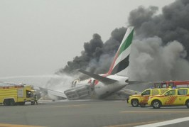 Evacuation from an airplane on fire, the video from Dubai Airport