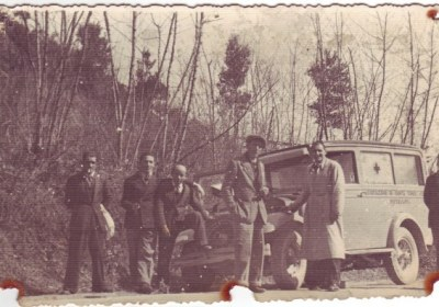 Foto 01 : la prima ambulanza, Fiat Tipo 2, anno 1921- foto archivio storico Croce Verde Pietrasanta ( di qui in poi ASCVP)