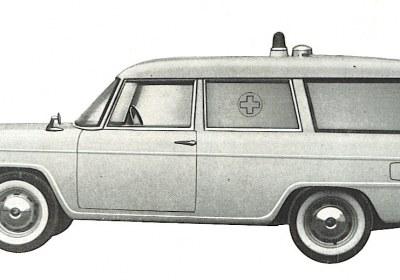 Foto 04: Fiat 1100/103H; la macchina presenta un andamento della fiancata più slanciato della berlina di serie, un parabrezza panoramico ed il terzo vetro laterale che si allunga intorno ai montanti posteriori; dovrebbe trattarsi di una fornitura di mezzi per l'INAIL- foto da depliant Grazia