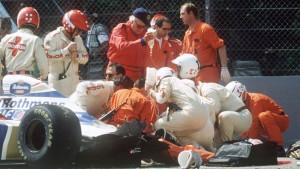 Una fase del soccorso ad Ayrton Senna.