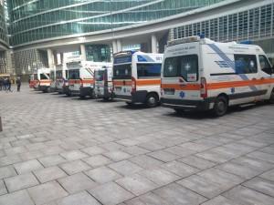 Ambulanze nella sede della Regione Lombardia