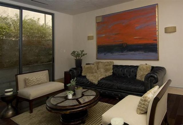 a_luxury_bachelor_pad_fit_for_a_king_640_10
