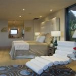a_luxury_bachelor_pad_fit_for_a_king_640_15
