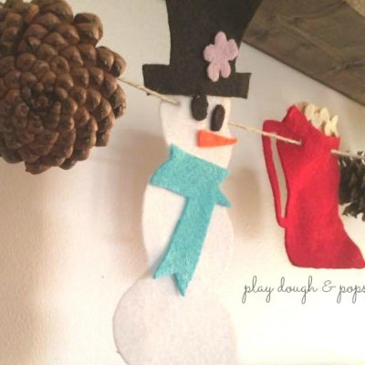 Rustic-Christmas-Inspired-PINE-CONE-Play-Dough-Popsicles-600x476@2x