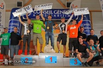 Nicolas Vouilloz (Lapierre) remporte l'épreuve en terminant la poursuite dominicale en tête avec un temps cumulé de 42 minutes 49s. Il devance au final Rémy Absalon (Commençal) de 15s et Florian Nicolaï (Specialized Neway) de 25s. Nicolas Quéré (Commençal) et Florian Golay (Felt) complètent le podium scratch 2012.