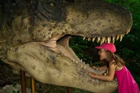 visite slovaquie dinopark avec enfant dinosaure