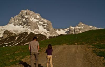 Aravis-alpes-escapade-topo-enfant--randonnée-famille-guide
